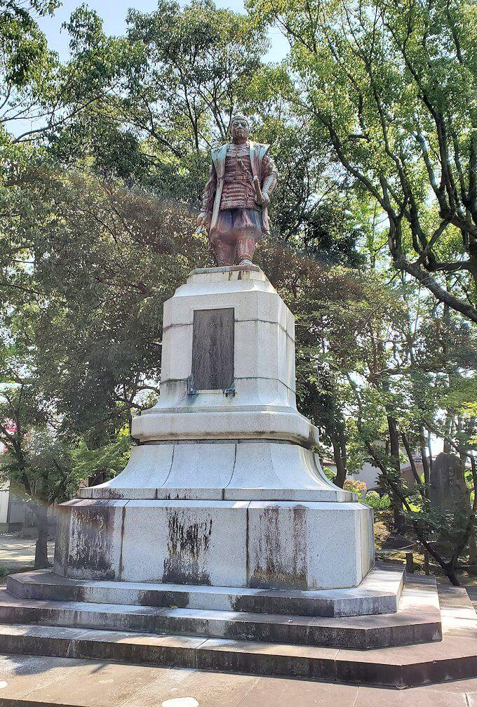 久留米駅周辺の水天宮にあった真木氏の銅像