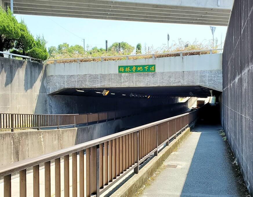 久留米駅周辺の地下道を進む