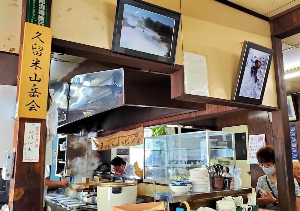 久留米市にある「沖食堂」の店内