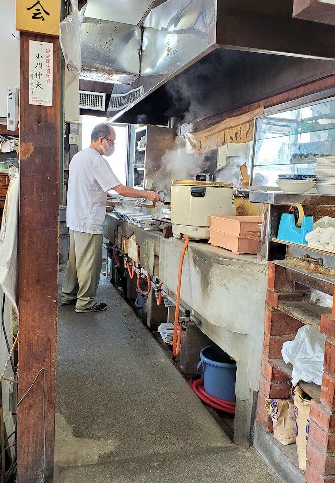 久留米市にある「沖食堂」の店内-1