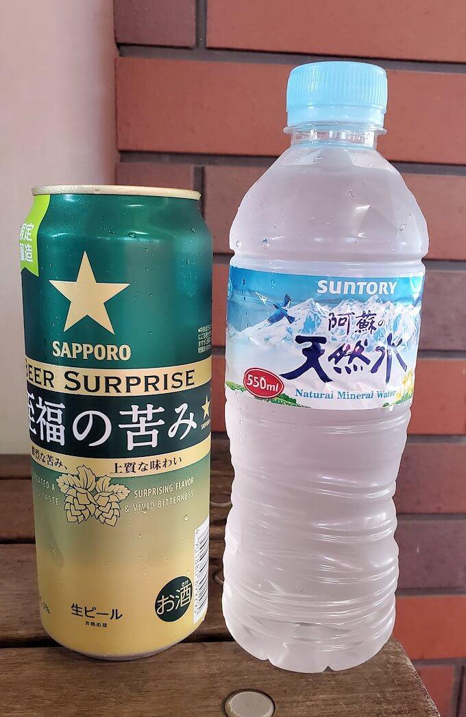 久留米駅前で缶ビールと水を購入