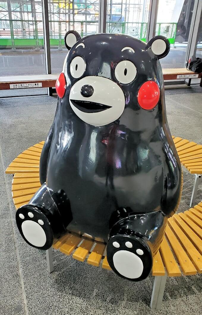 熊本駅構内で待っていたくまモン