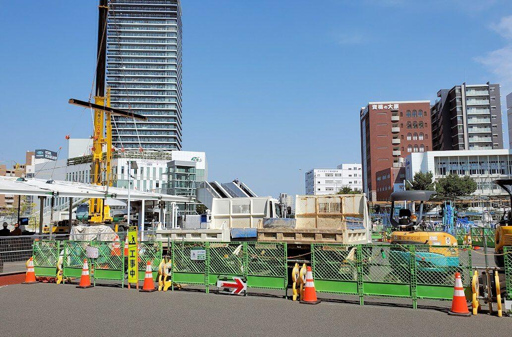 工事中の熊本駅前広場の景色