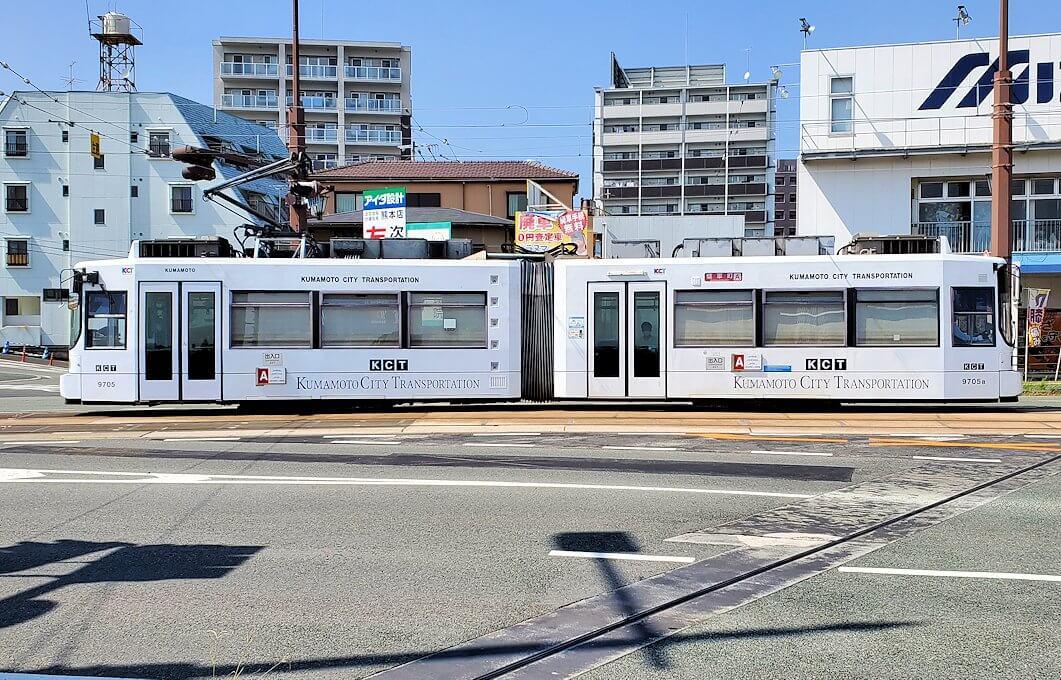 熊本市内を走る路面電車