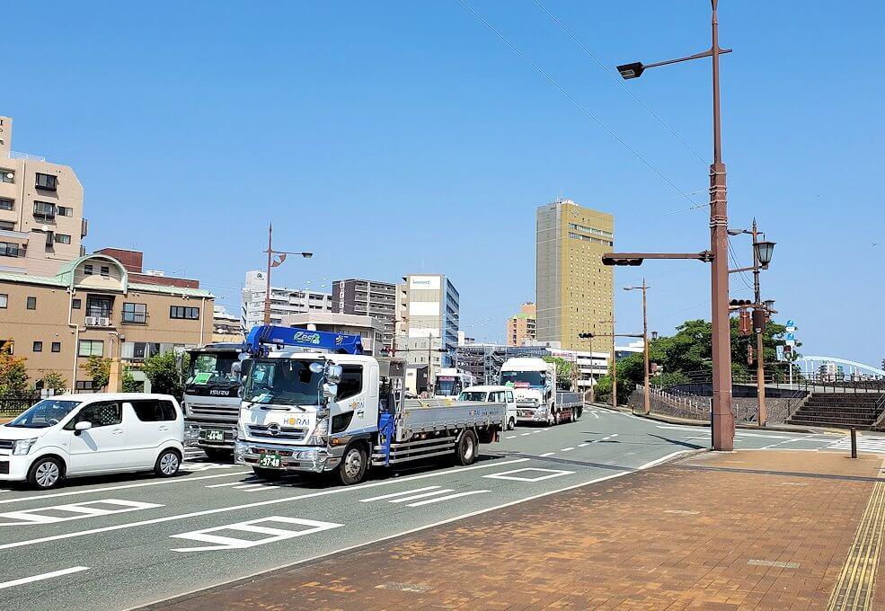熊本駅から熊本城へと歩く