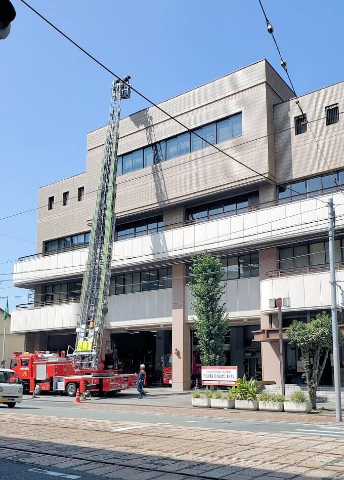 熊本駅から熊本城へと歩く途中に見えた消防署