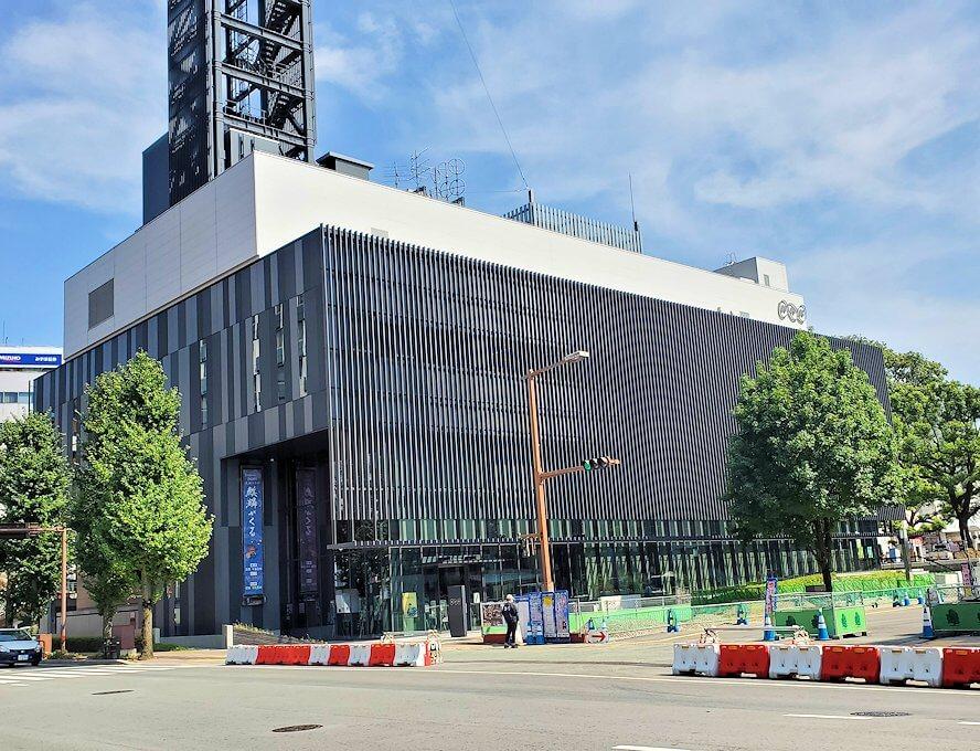 熊本城手前にあるNHKの建物