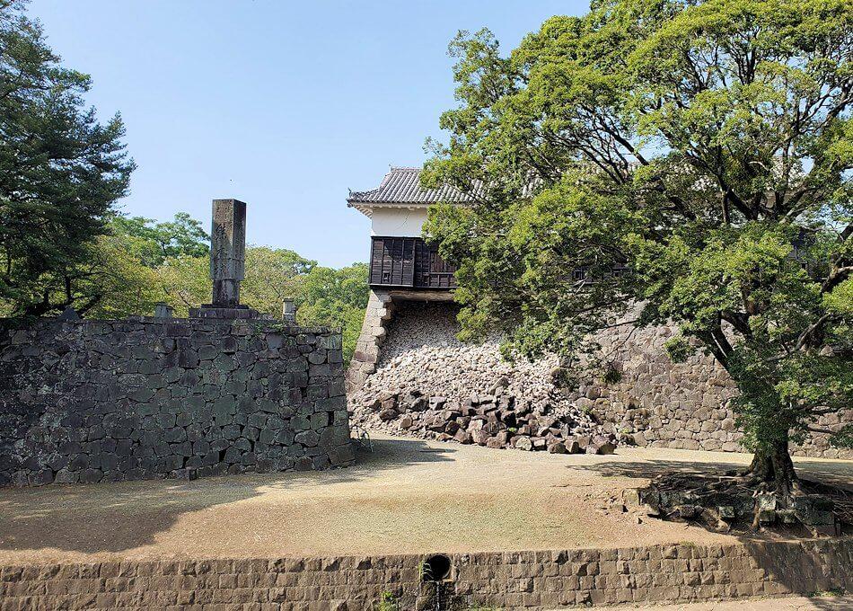 地震で崩壊している熊本城の景色