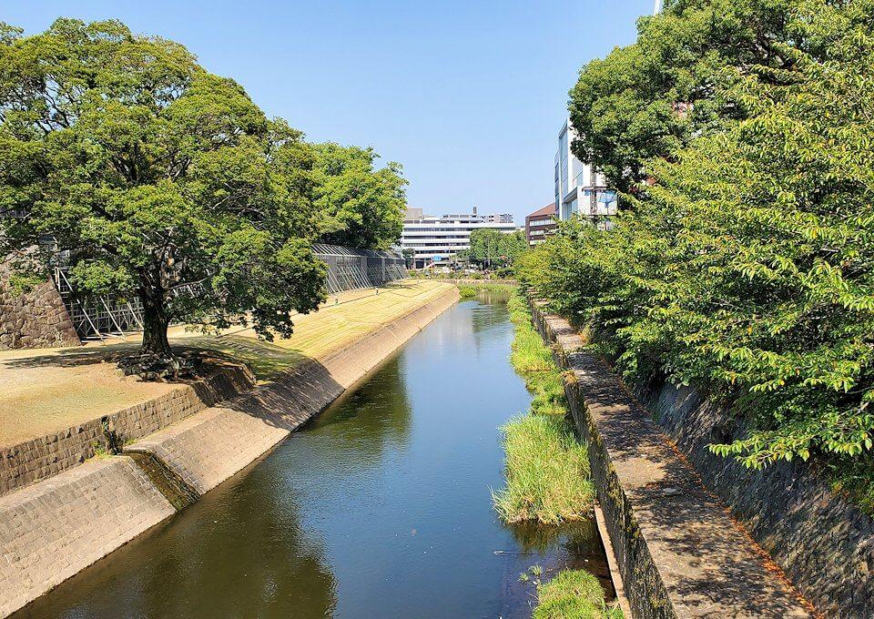 熊本城の本丸前を流れる坪井川