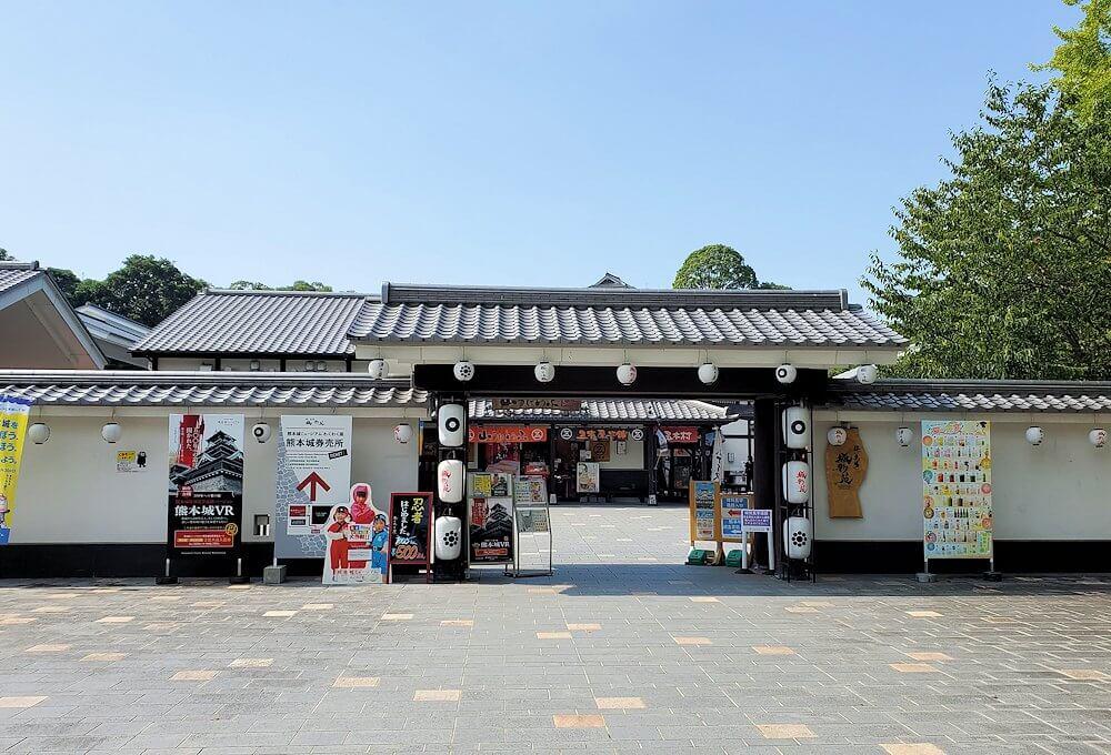 熊本城の受付のような桜の馬場:城彩苑