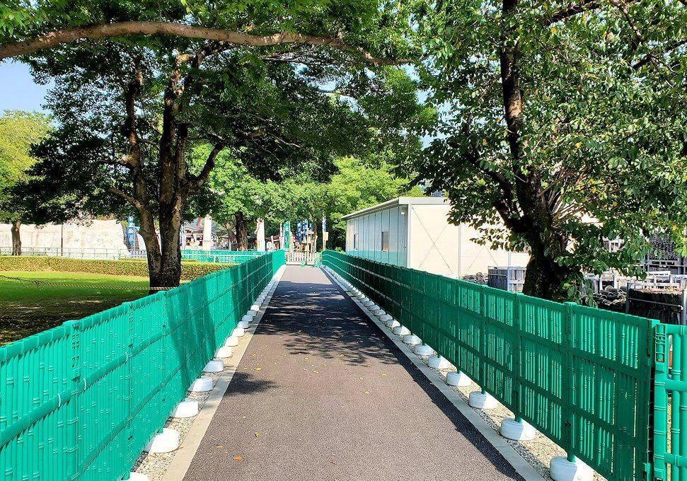 熊本城で復旧作業中の通路から加藤神社へ向かう