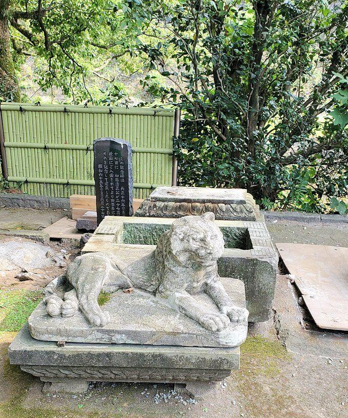 熊本城内にある加藤神社内からあった木の記念碑
