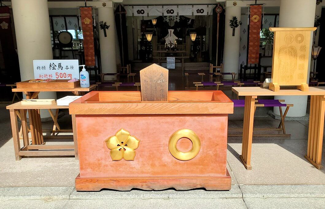 加藤神社の賽銭箱-1