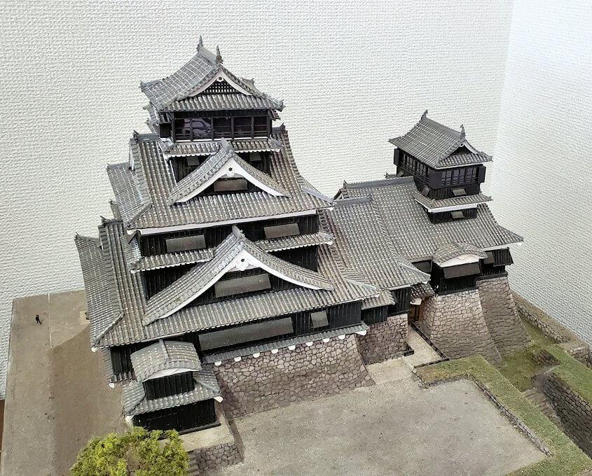 熊本城:二ノ丸公園近くの売店にあった城の模型を見学-1