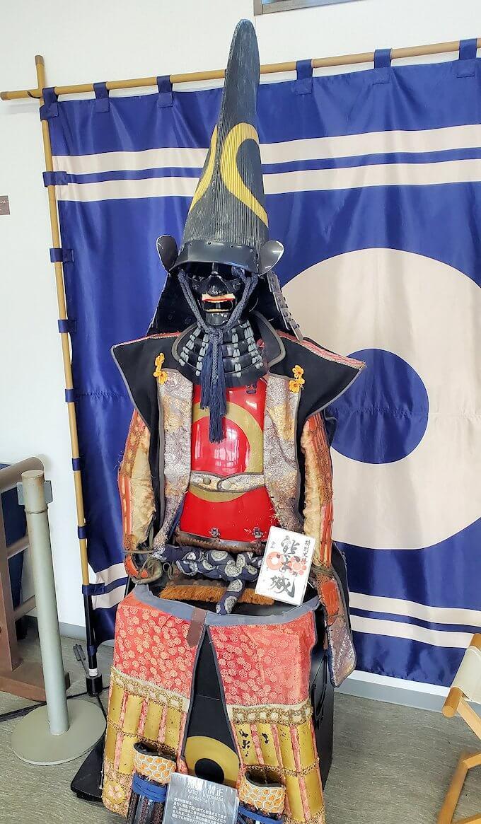 熊本城:二ノ丸公園近くの売店にあった鎧