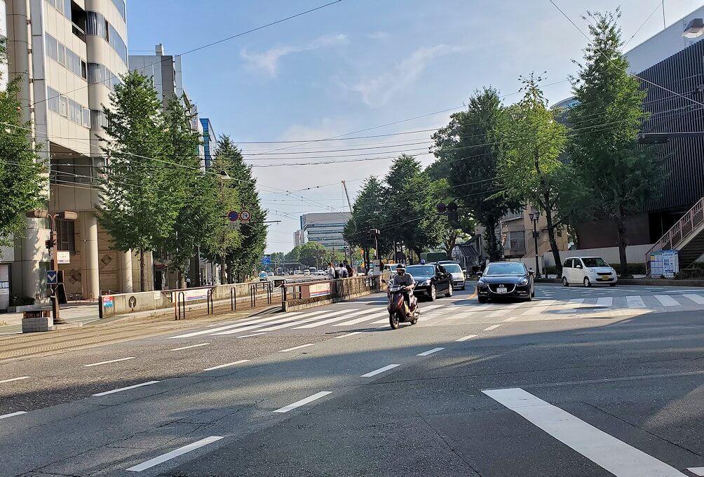 熊本市内の繁華街である銀座通りを目指す-1