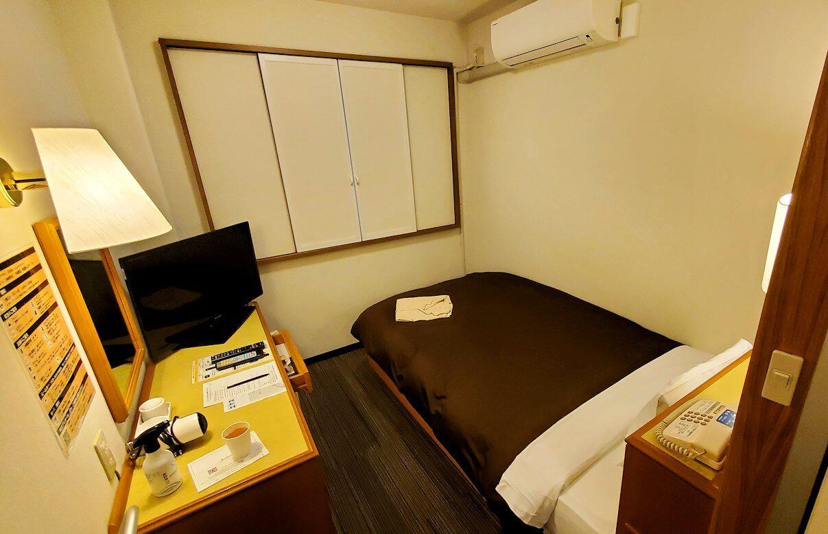 熊本市内の繁華街である銀座通り沿いのる「エクストールイン」ホテルのシングルルームの内観-1