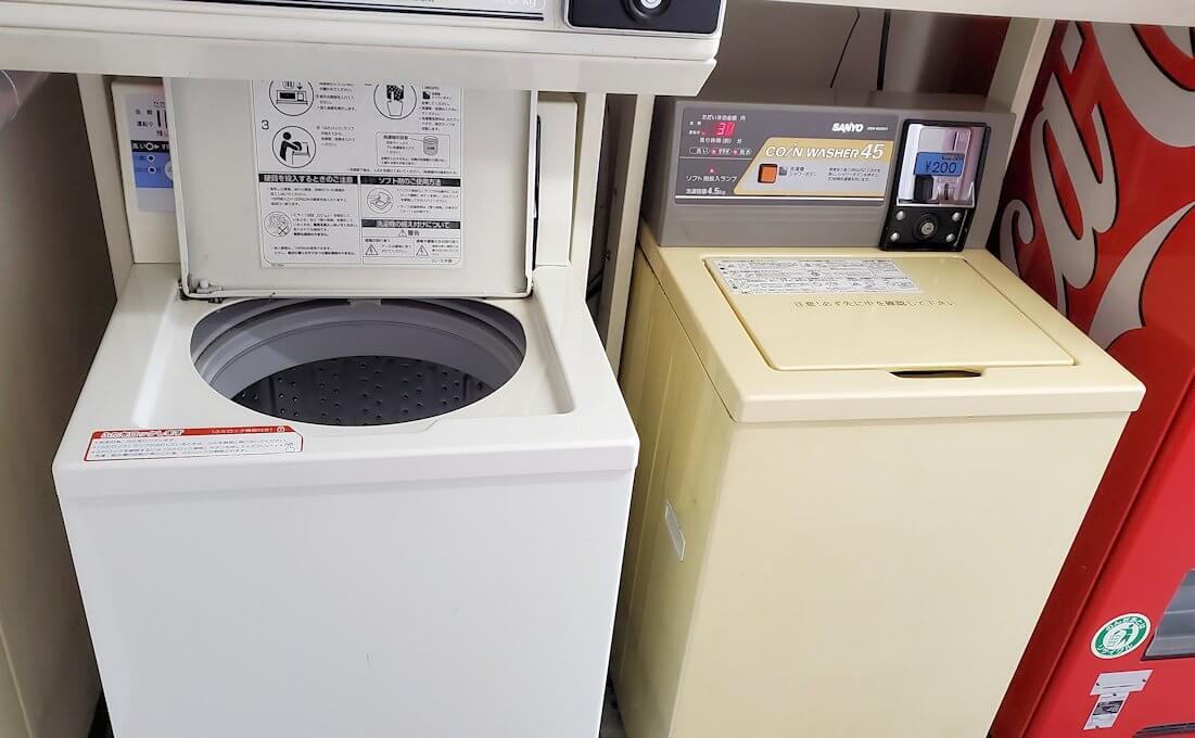 熊本市内の繁華街である銀座通り沿いのる「エクストールイン」ホテルのランドリー部屋にある洗濯機