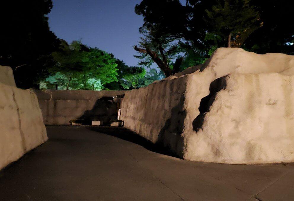 夜に熊本城で加藤神社へ向かう