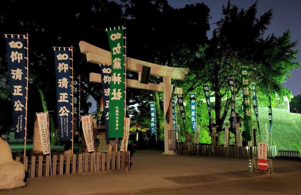 夜に熊本城で加藤神社に到着