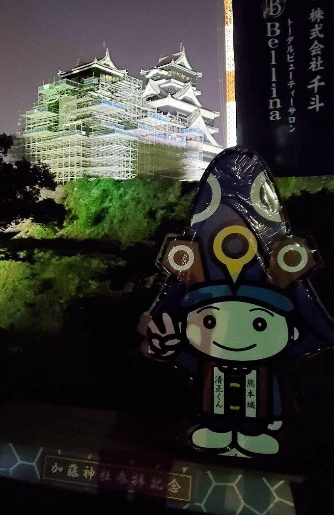 夜に熊本城で加藤神社にもいた清正くん