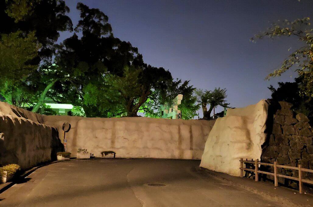 夜の加藤神社周辺の固められた石垣跡