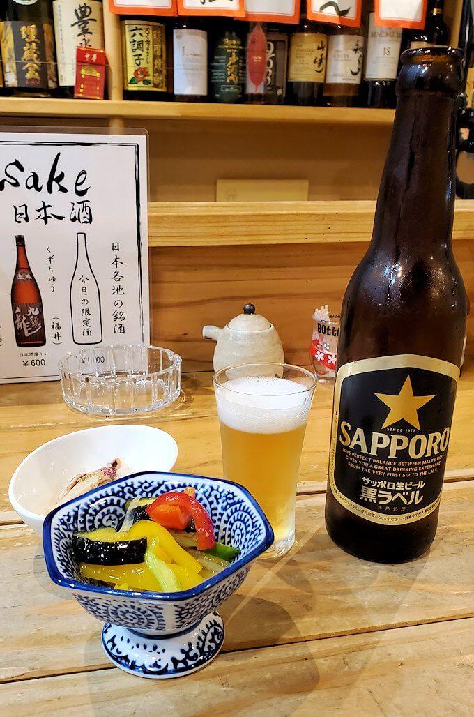 夜の熊本市内繁華街で入った居酒屋で晩御飯を食べる