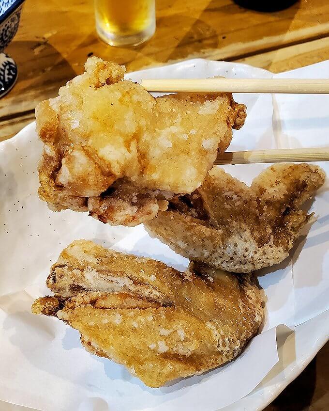 夜の熊本市内繁華街で入った居酒屋で晩御飯を食べる-1