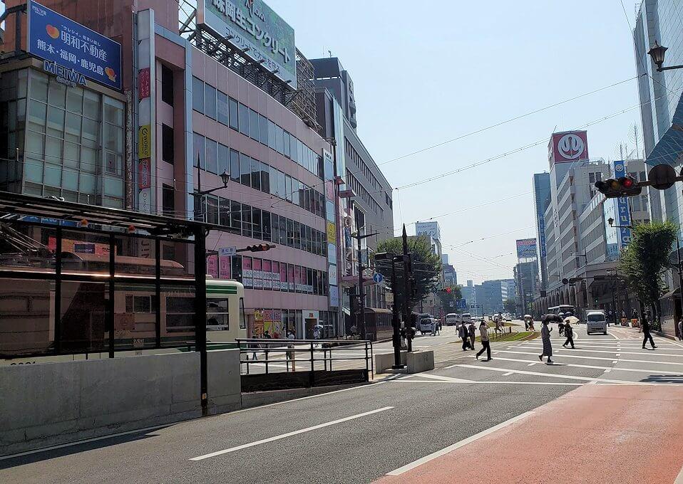 熊本市内の繁華街から歩いて熊本城を目指す-1