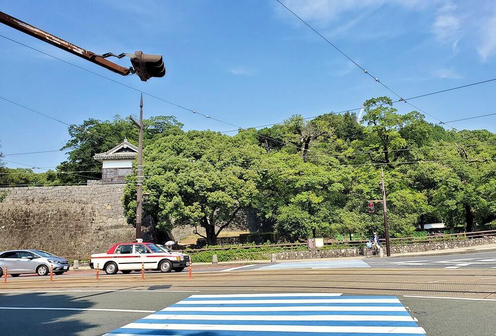 熊本市内の繁華街から歩いて熊本城を目指す-2