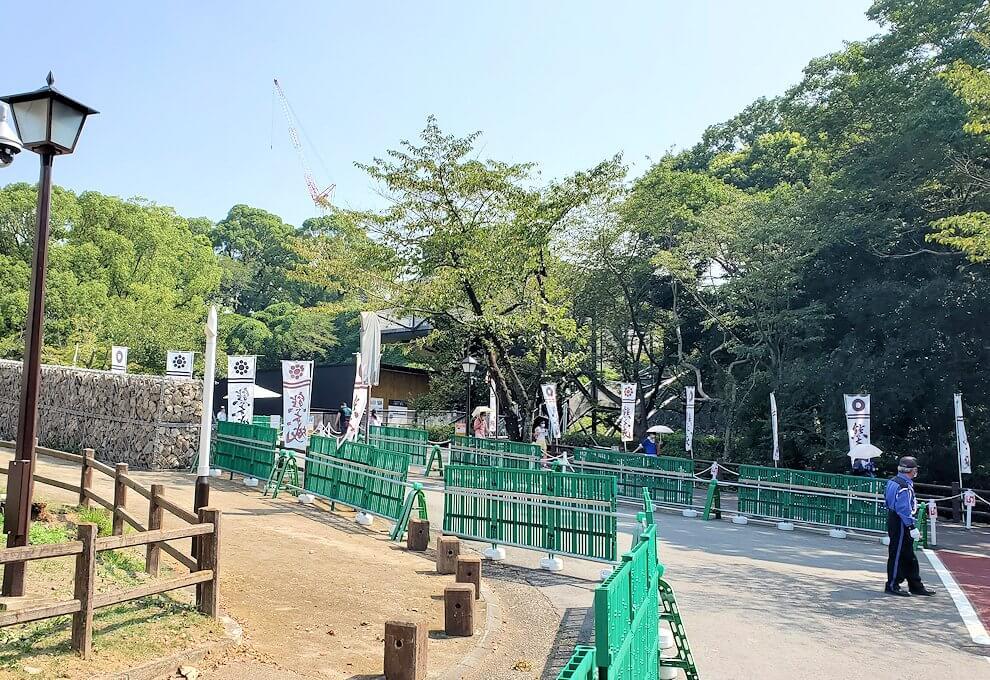 熊本城本丸へと繋がる行幸坂を進む-2