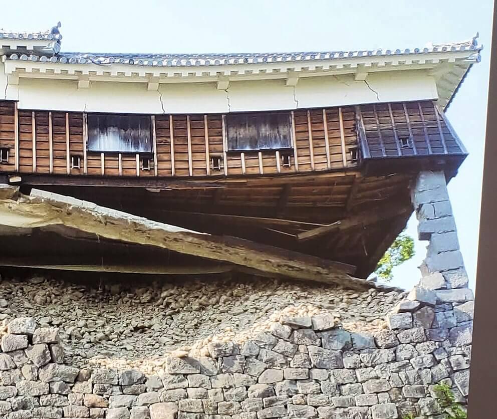 熊本城本丸にあった飯田櫓の被災した写真のアップ