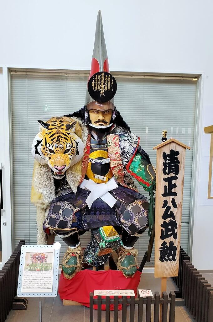 熊本城敷地のわくわく座内に置かれていた、清正人形