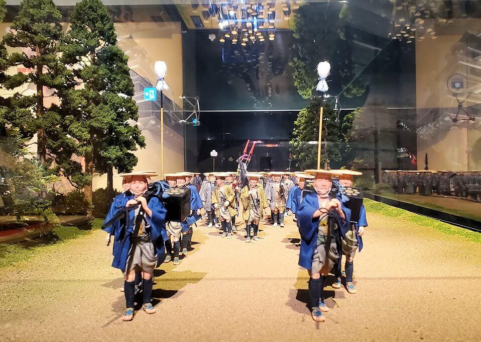 熊本城敷地のわくわく座内に置かれていた、参勤交代の行列の模型-1