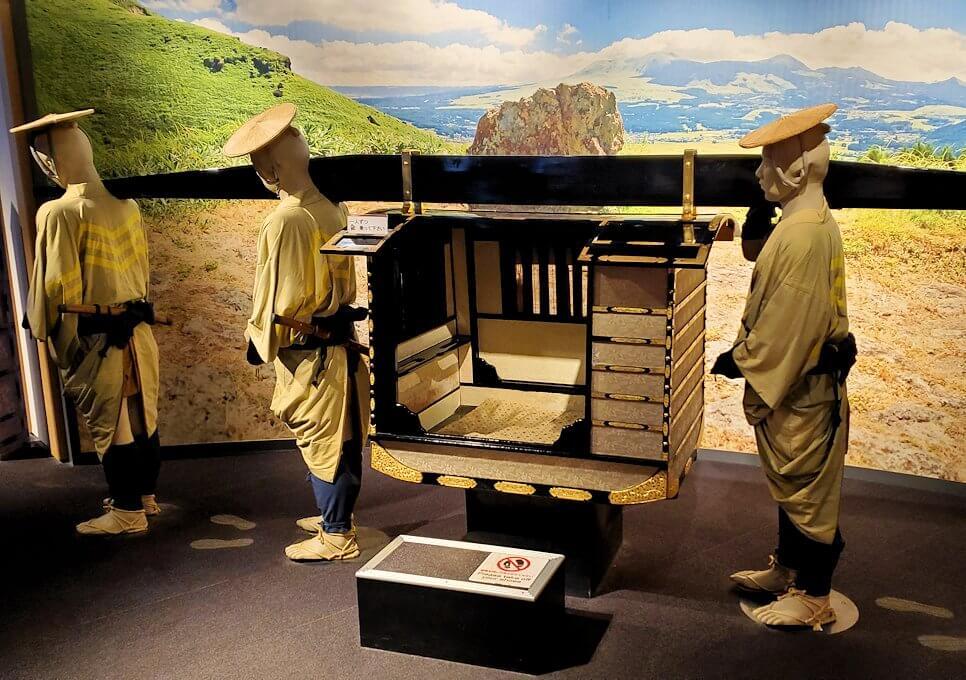 熊本城敷地のわくわく座内に置かれていた、参勤交代用の籠