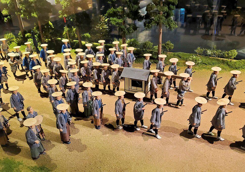 熊本城敷地のわくわく座内に置かれていた、参勤交代の行列の模型-2