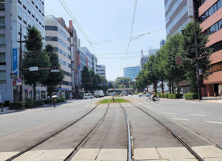 熊本市役所前を通る市電の路線