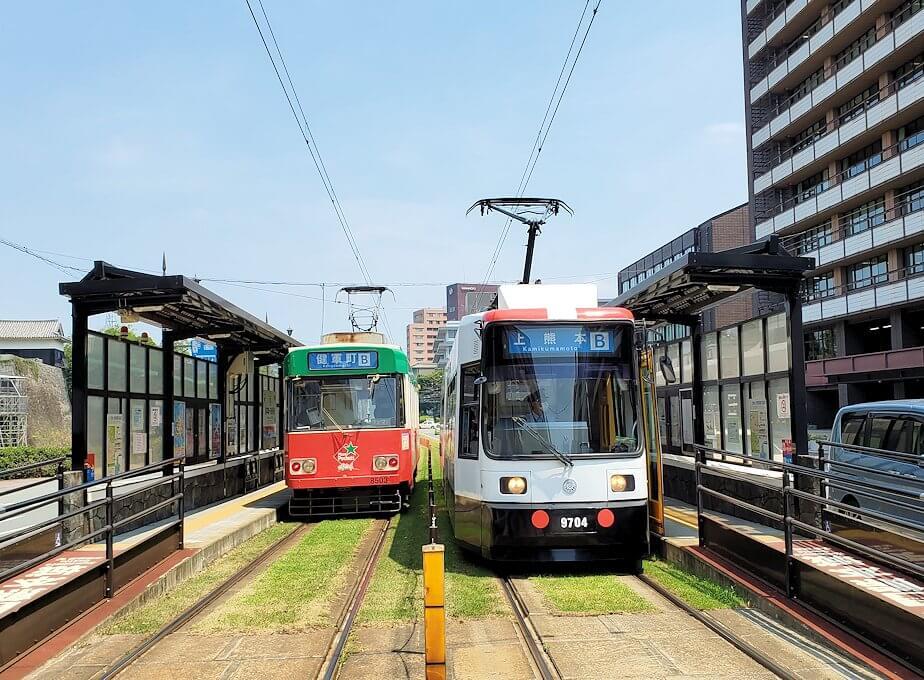 熊本市役所前を通る市電の駅