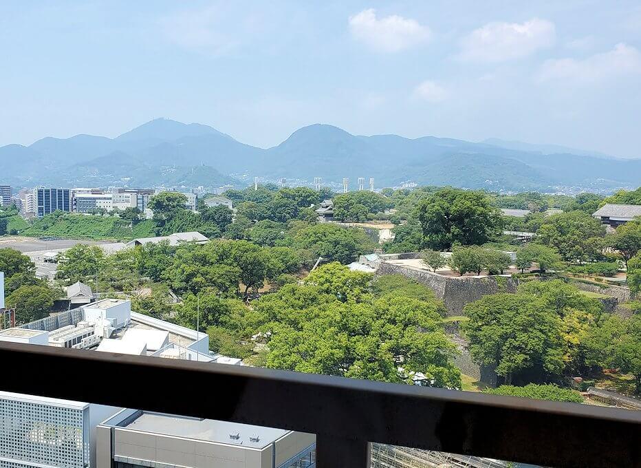 熊本市役所の展望台フロアからの景色