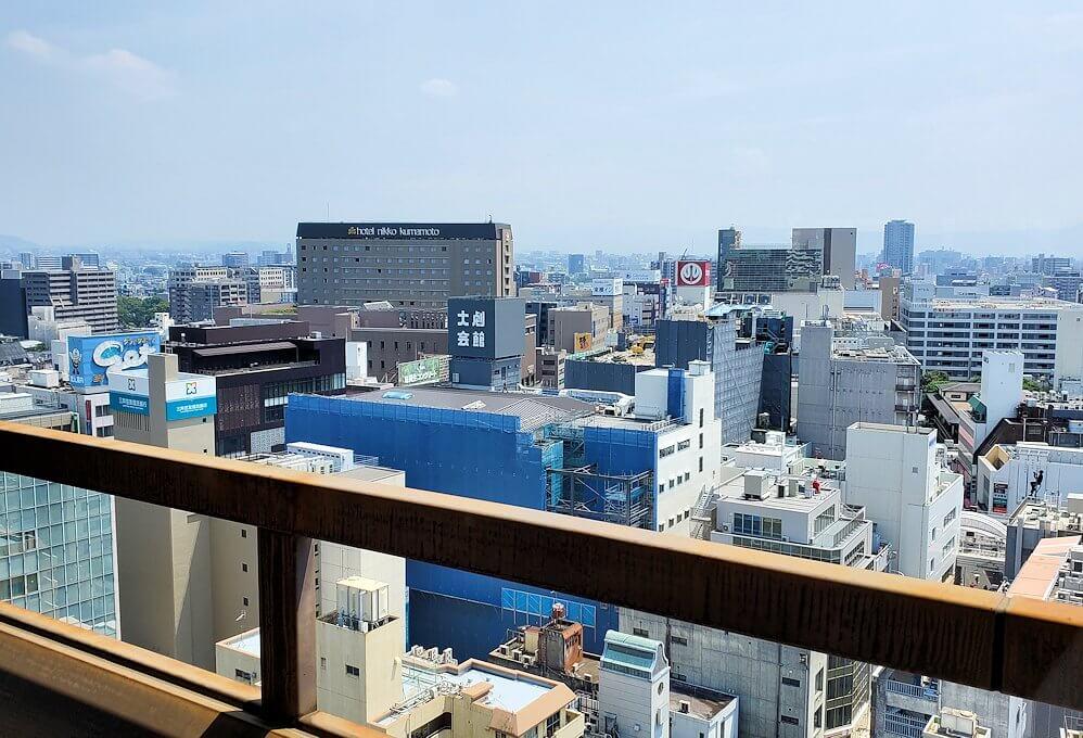熊本市役所の展望台フロアから南側を眺める-1