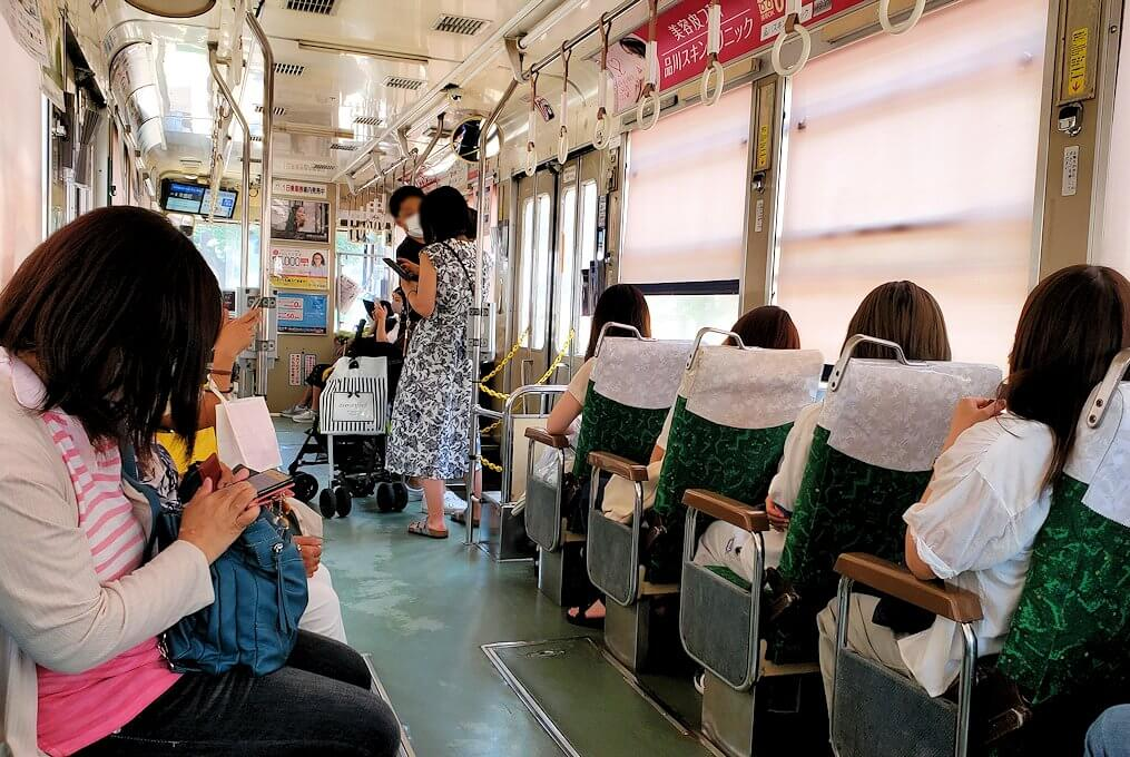 熊本市電の車両内の景色