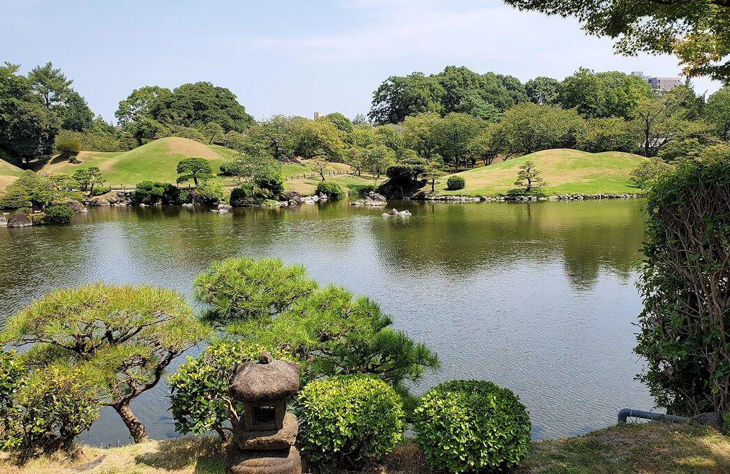 水前寺成趣園の池