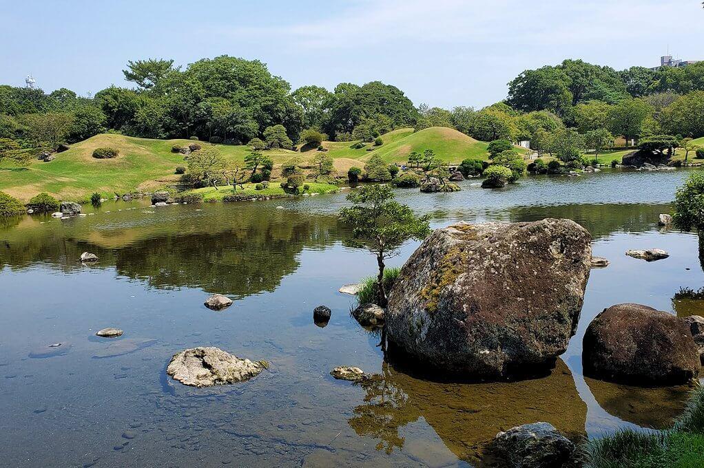 水前寺成趣園内を見回した景色