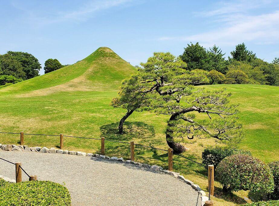 水前寺成趣園にある、富士山をモデルにした丘