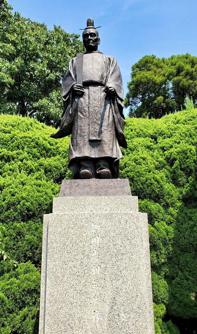 水前寺成趣園にある、細川忠利と細川幽斎の銅像-2