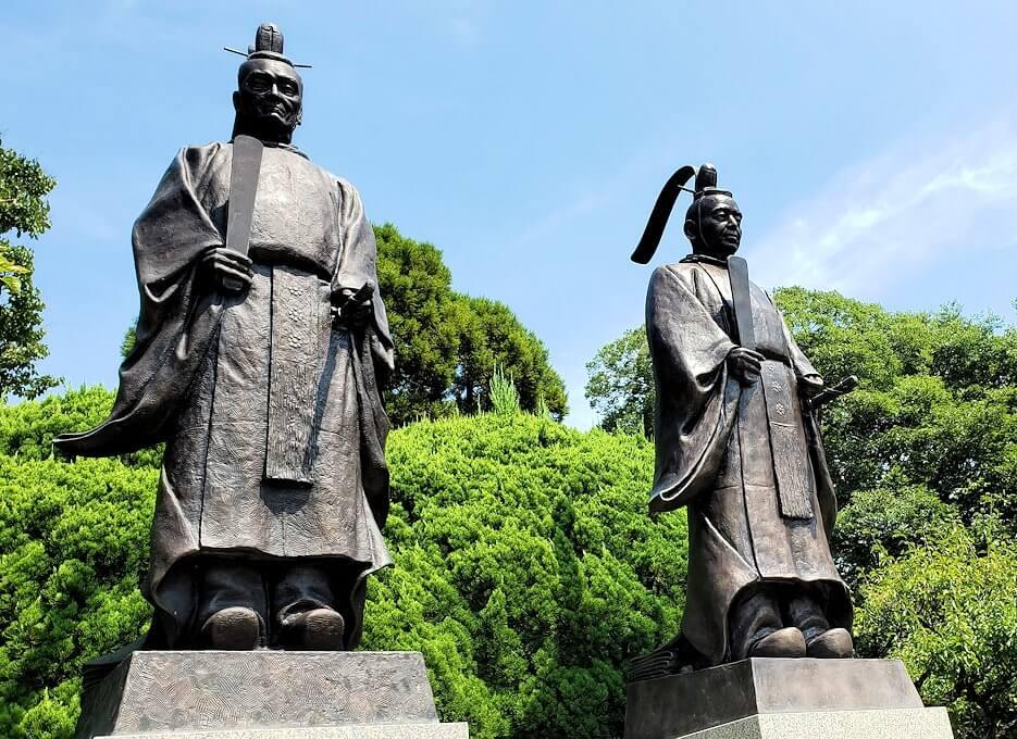 水前寺成趣園にある、細川忠利と細川幽斎の銅像-3