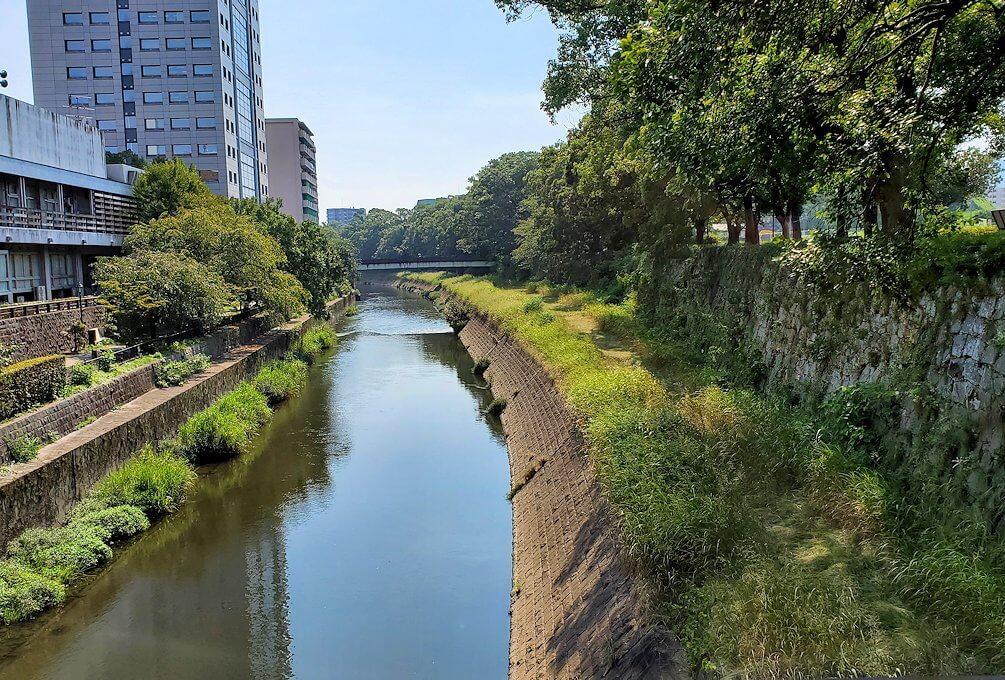 熊本城の手前を流れる坪井川