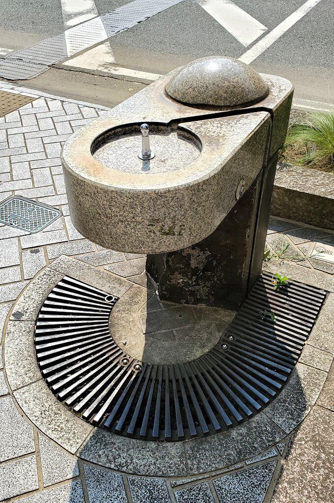 熊本市内の歩道に設置されていた水飲み場