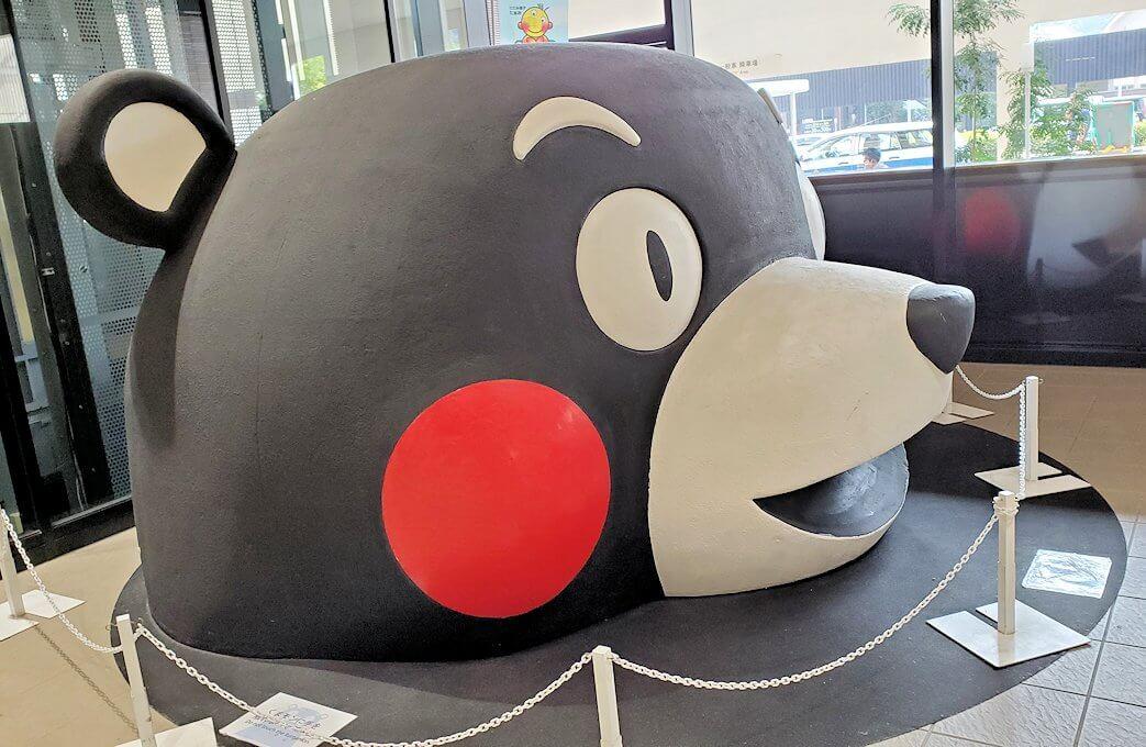 熊本駅構内に置かれていたくまモンの置物-1