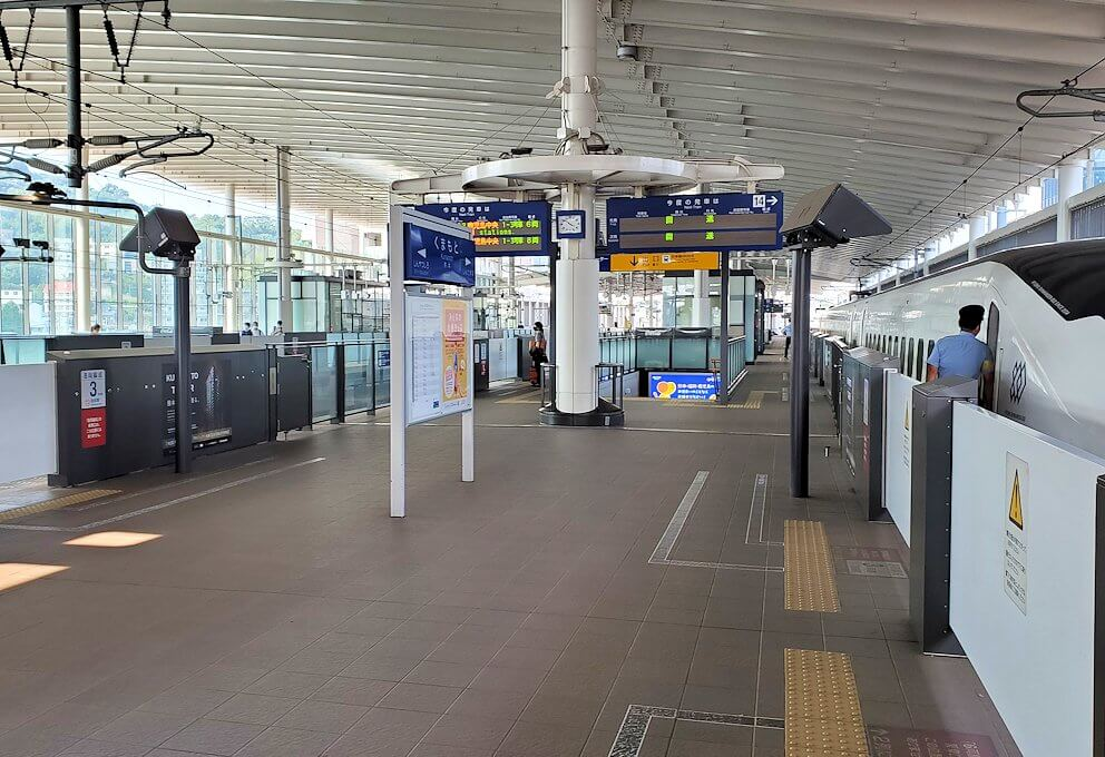 熊本駅の新幹線構内の景色